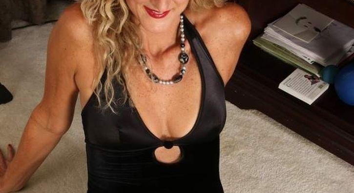 Bella donna cougar napoletana incontra per sesso