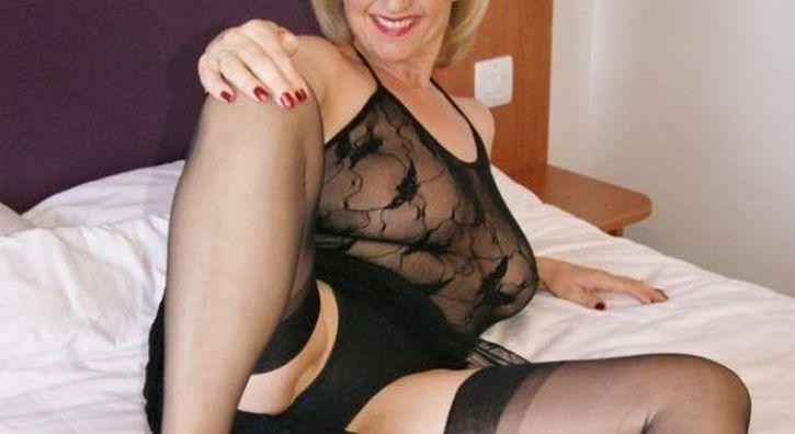 Sexy donna cougar cerca incontri sessuali a Bergamo