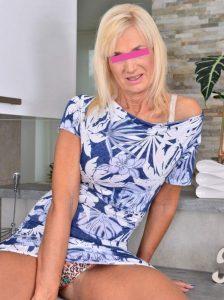 Donna matura per incontri a Caserta terza foto