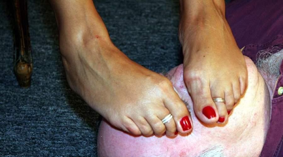 Adorazione piedi. milf di Milano cerca amanti foot fetish