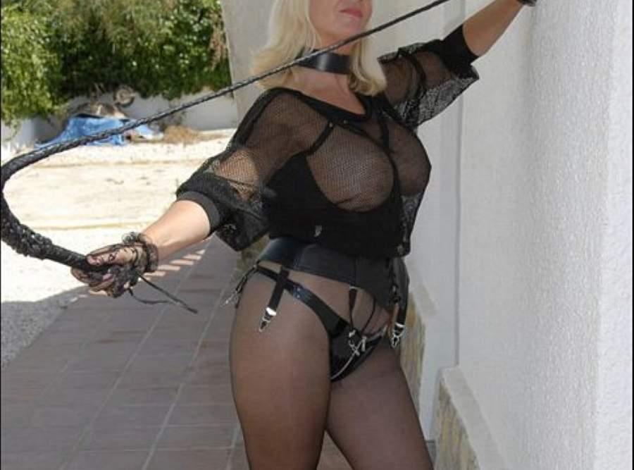 Sexy mistress di Napoli incontra slave amanti strapon