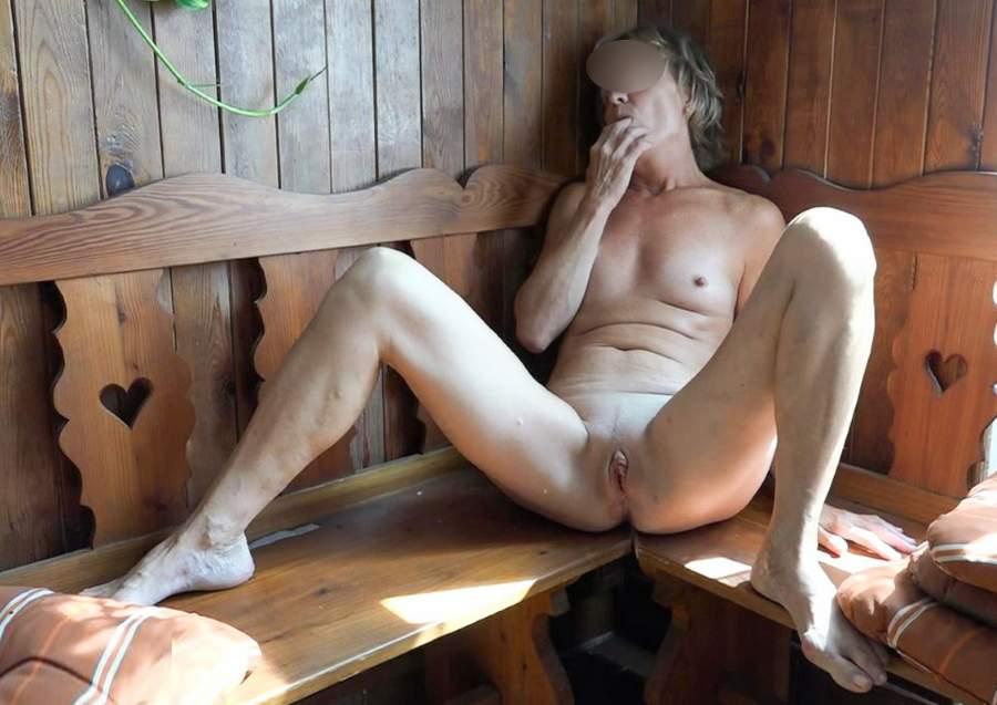 Milf porca di Aosta adora fare pompini